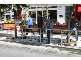 Hastane Caddesinde De Yaya Korkulukları Yapıldı