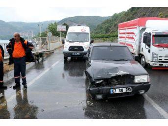 Zonguldak'ta Iki Otomobil Çarpıştı: 1 Yaralı