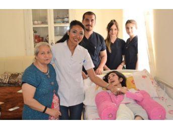 Gaü Hemşirelik Öğrencilerinden Topluma Örnek Davranış
