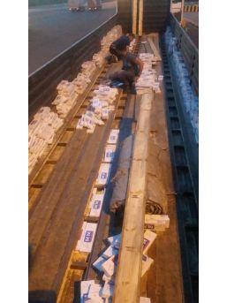 Tırın Dorsesinde 15 Bin Paket Sigara Ele Geçirildi