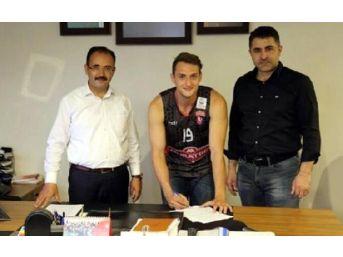 Muratbey Uşak'ta Tayfun Imzaladı