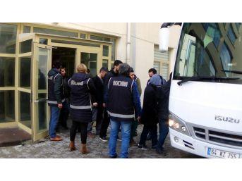 Uşak'ta Adliyeye Sevk Edilen 11 Fetö Şüphelisi Tutuklandı