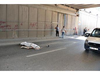 Motosiklet Su Borusuna Çarptı: 1 Ölü, 1 Yaralı...