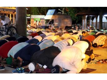 Kadir Gecesinde Antalya'da Camiler Doldu Taştı