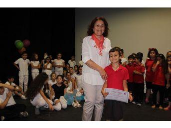 Kuşadası'nda Drama Kursiyerleri Sertifika Aldı