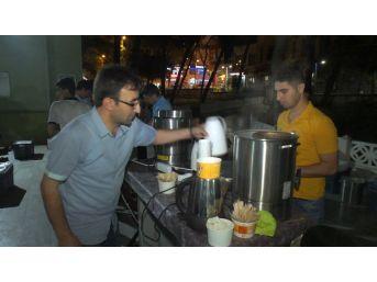 Medine Sofraları Her Gece Yüzlerce Kişiyi Ağırlıyor
