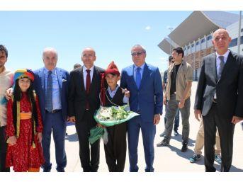 Başbakan Yardımcısı Şimşek, Anne Ve Babasının Mezarını Ziyaret Etti