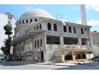 Allı Camisi Inşaatının Kaldırıma Taşan Taşıyıcı Kolonu Kesildi