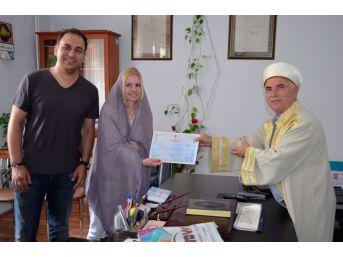 İslamiyet'i Seçen Ukraynalı Zarudnia, Zehra İsmini Aldı
