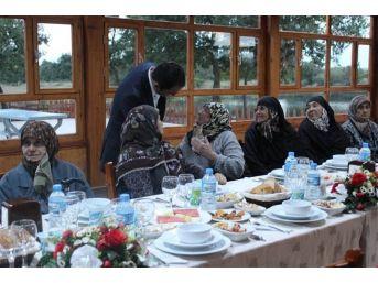 Süloğlu Sosyal Yardımlaşma Ve Dayanışma Vakfı'dan Yaşlılara İftar