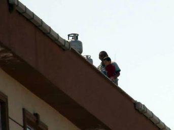 (özel) Esenyurt'ta Sinir Krizi Geçiren Baba Dehşet Saçtı