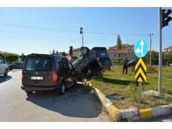 Kulu'da Iki Hafif Ticari Araç Çarpıştı: 4 Yaralı