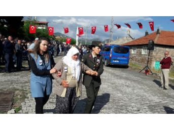 Şehit Uzman Çavuş Erol'un Cenazesi Konya'ya Getirildi (2)