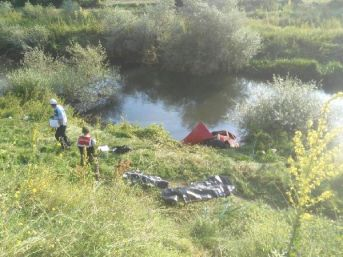 Otomobil Adranos Çayı'na Uçtu; Anne Ile Kızı Öldü