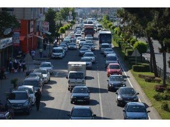 Karadeniz Sahil Yolu'nda Trafik Yoğunluğu