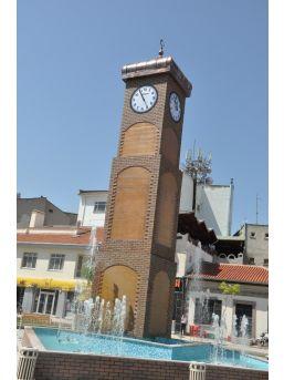 Sandıklı'ya Yeni Yapılan Saat Kulesi Büyük Beğeni Topladı
