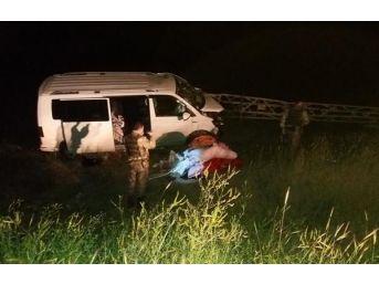 Adilcevaz'Da Minibüs Elektrik Direğine Çarptı: 7 Yaralı