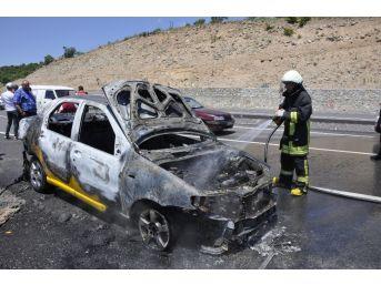 Konya'da Alev Alan Otomobil Kullanılamaz Hale Geldi