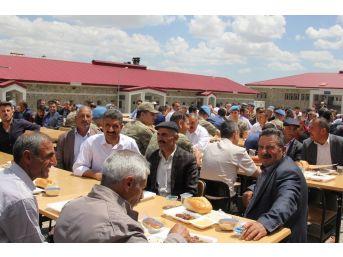 Başkale'de Emekli Olan Güvenlik Korucularına Veda Yemeği