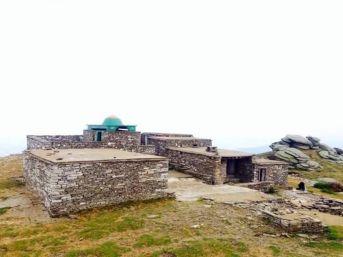 1792 Metre Yükseklikteki Madran Baba Türbesi Ziyaretçi Akınına Uğruyor