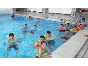 Yaz Kur'an Kursu Öğrencilerinin Termal Havuz Keyfi