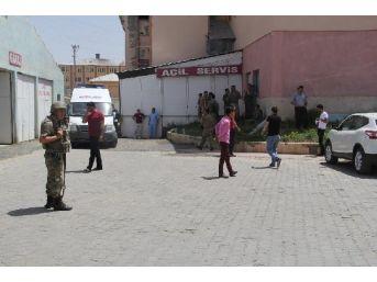 Başkale'de Pkk'dan Askeri Araca Saldırı; 1 Asker Yaralı (2)