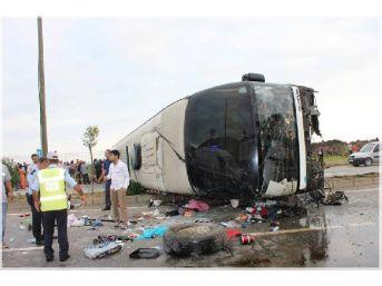 Gürcü Otobüsü Devrildi: Çoğu Çocuk 38 Kişi Yaralandı