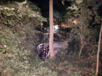 Otomobil Dere Yatağına Yuvarlandı: 2 Yaralı