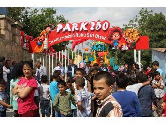 Başkale'de 15 Temmuz Şehitleri Anısına Çocuk Parkı Açıldı