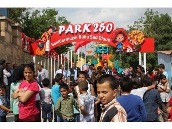 """Başkale'de Şehitler Anısına Parka """"park 250"""" İsmi Verildi"""