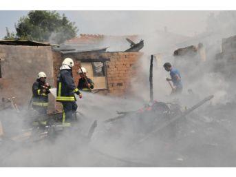 Yalova'da Roman Mahallesinde Korkudan Yangın
