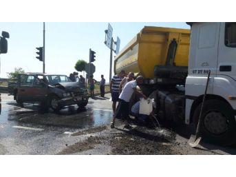 Zonguldak'ta Kamyonetle Tır Çarpıştı: 2 Yaralı