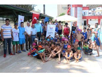 Çocuklar 'yaşama Kulaç At' Etkinliğiyle Yüzmeyi Öğrenip Yarıştı