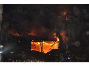 Sandıklı'da Sabaha Karşı Kortutan Yangın