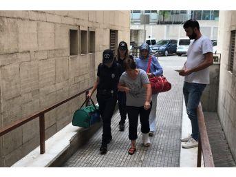 Fetö Şüphelisi Kadın Öğretmen Polisten Kaçmak İçin Balkondan Atladı, Ayağını Kırdı