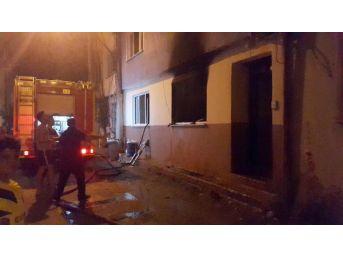 Pompalı Tüfek Ile 3 Kişi Yaralayan Kişinin Boşaltılan Evinde Yangın Çıktı