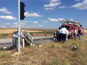 Çorum'da Otobüs İle Otomobil Çarpıştı: 3 Ölü, Çok Sayıda Yaralı Var