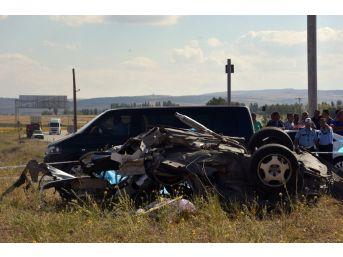 Tur Otobüsü İle Otomobil Çarpıştı: 3 Ölü, 32 Yaralı