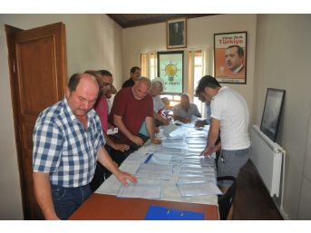 Akçakoca'da Ak Parti Delege Seçimi Başladı