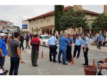 Düzce'de Seyyar Satıcı Zabıtayı Yaraladı