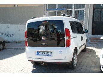 Bonzai İçen Genç Araçların Camlarını Kırdı