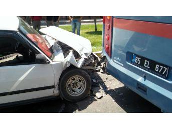 Otomobil, Cezaevi Aracıyla Çarpıştı