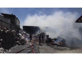 Ataşehir'de Kağıt Deposunda Yangın