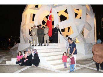 Çanakkale Gazisinin Torunları 15 Temmuz Şehitler Anıtı'nda Nöbet Tuttu