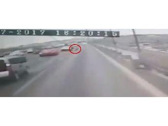 (özel Haber) İntihar İçin Geldiği Taksi Köprüde Durmayınca, Seyir Halindeki Taksiden Atladı