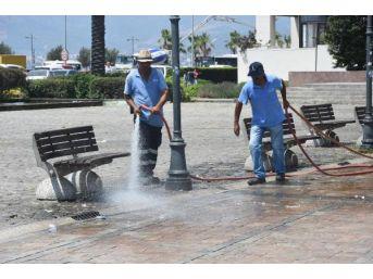 İzmir'de Demokrasi Nöbeti Temizliği