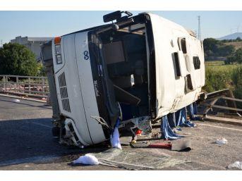 İşçi Servisi Otomobille Çarpıştı: 2'si Ağır 19 Yaralı