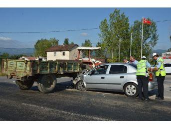 Tokat'ta Otomobil İle Traktör Çarpıştı: 5 Yaralı