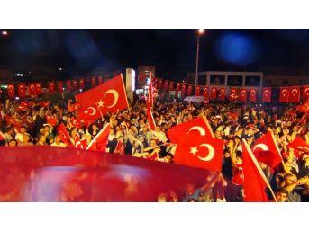 Erciş'te 'demokrasi' Nöbeti