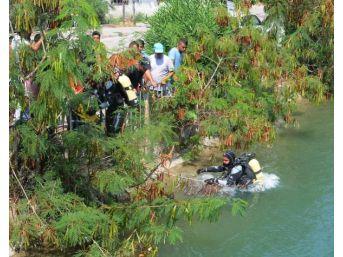 Mahalle Halkı Ve Ekipler Sulama Kanalında Kaybolan Çocuğu Bulmak Için Seferber Oldu